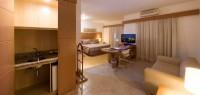Deluxe Suite (1 Queen size bed / 2 twin beds)