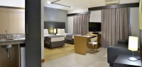 Premium Suite (1 Queen size bed / 2 twin beds)